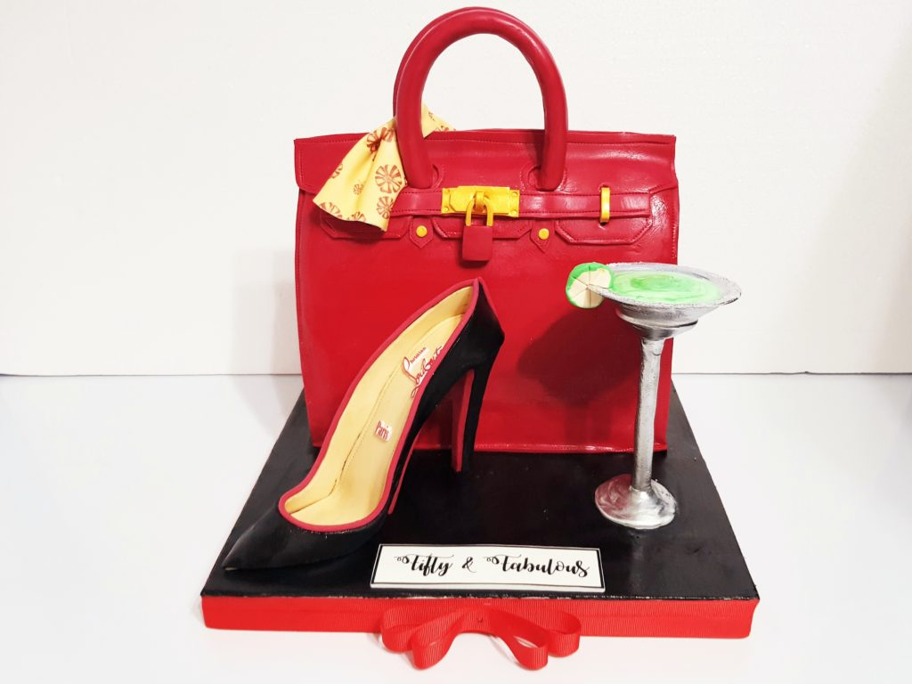 From time to time, we have request for Fashionista Cake. Not to disappoint, we didn't just create the Birkin Bag, we did the Louboutin Shoe and Margarita glass along. Thanks Harriet for the challenging task in just 3 days. 😅 We strive and bite out tongue sometimes....just to deliver... 💖
